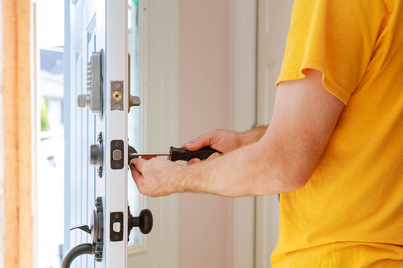What Are the Duties and Responsibilities of an Emergency Locksmith?